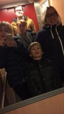 onze bekende lift-selfie!